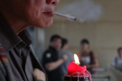 武汉为控制吸烟立法,为市民为城市执行新规