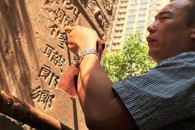 小区内立祖先墓碑,当事人:不会进行任何祭祀活动