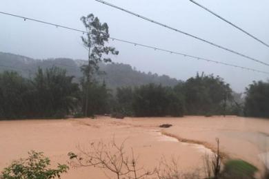 广东清远突发山洪,致4死2伤另有两人失踪