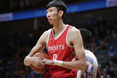 火箭裁掉巴西杜兰特,中国球员周琦危险信号解除?
