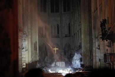 巴黎圣母院火势得到控制,内部照片曝光