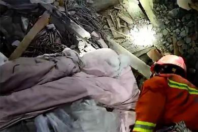 四川发生山体滑坡,已有2人被成功救出