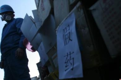 北京销毁伪劣药品,上万盒加药千余瓶假酒被销毁