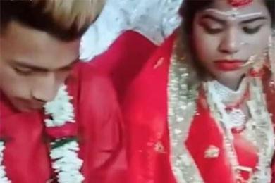 新郎婚礼沉迷游戏,婚礼全过程无法放下手机