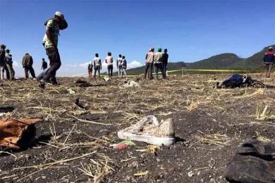 坠机现场所有遗物已挖出,搜救人员仍现场待命