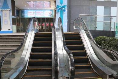 重庆一商场现最迷你电梯 无人使用停止营运