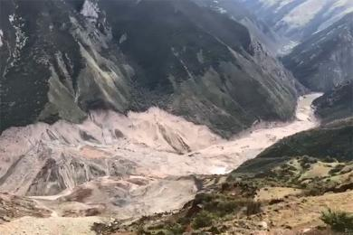西藏江达山体滑坡,相关部门全力投入救灾工作