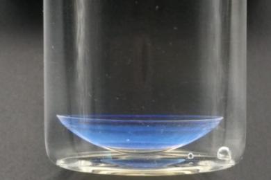 科学家研制新型隐形变色眼镜其效用超过眼药水