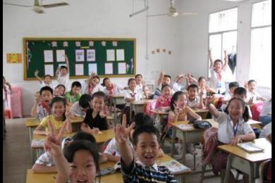 教师乱调座位被解聘,三年内不得录用