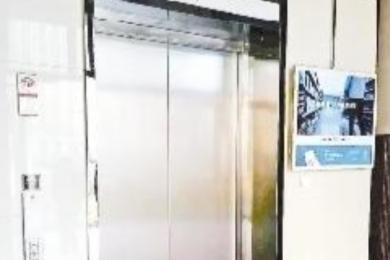 老人乘电梯隔日身亡,究竟是怎么回事?
