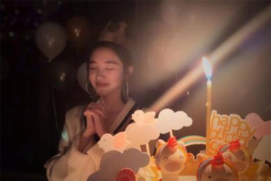 """唐艺昕迎29岁生日,""""平安,喜乐"""""""
