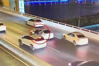 上海17岁男孩跳桥身亡,母亲跪地痛哭