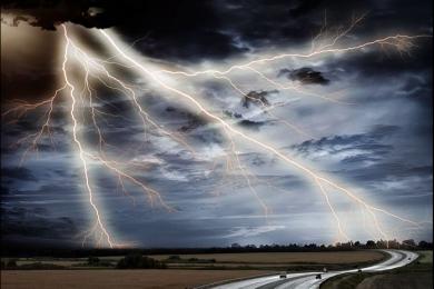 印度遭强对流天气袭击,已致64人死亡