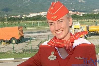 俄航事故英雄空姐,危机时刻挽救数十人