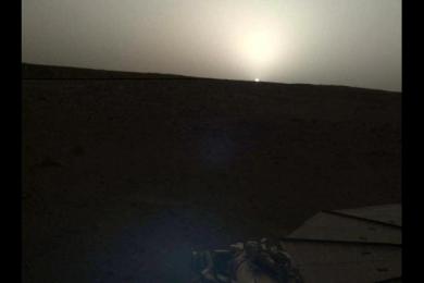 NASA公布火星日出日落照片,人眼会看到怎样的景象?
