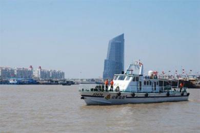 浙江渔船被大轮撞沉,搜救行动全力开展