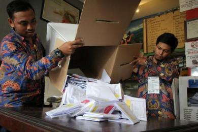 印尼大选靠手工计票,10天累死272人