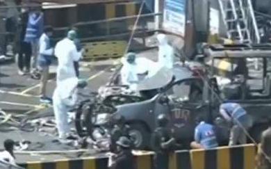 巴基斯坦警车遭炸弹袭击,造成重大伤亡