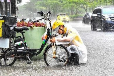 广州遭特大暴雨袭击,致白云机场航班大面积延误
