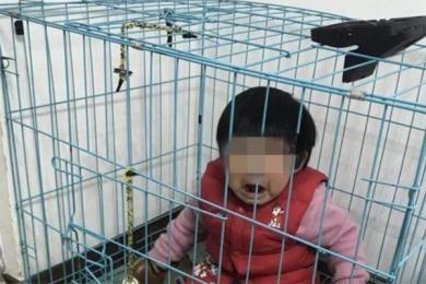 女童被父亲关笼虐待,网友提供证据向警方爆料