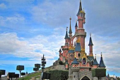 迪士尼禁用塑料吸管,提倡绿色新能源的应用