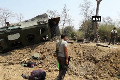 印度安全部队遇袭,防地雷安全车被炸毁9名士兵死亡