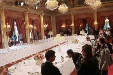 马克龙回应餐具事件,纳税人的钱不会多花一分