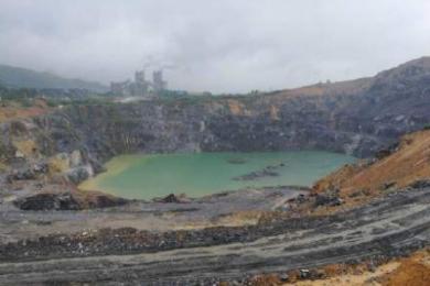 采石场致村庄频现大坑,地质勘查评估完成前将停产整顿