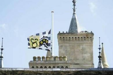 英国剑桥大学降半旗,缅怀霍金科学家