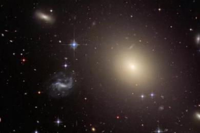 爱因斯坦广义相对论时空扭曲质量得到证实