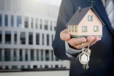 房东卖房遭租客阻拦,他们为?#25105;?#30452;争议不下?