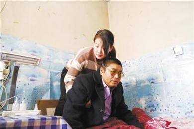 女孩照顾大伯十年,十二岁的承诺一直在践行着