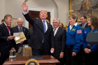 特朗普组太空部队,声称太空也是一个战场