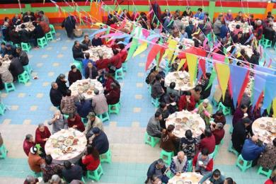 四川近千名老人同餐,他们想要更好地纪念重阳节