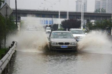 武汉遭遇强降雨,1小时内降雨量超过65毫米
