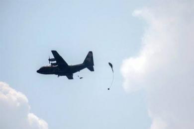 台军模拟解放军空降,伞兵发生意外仍在抢救中