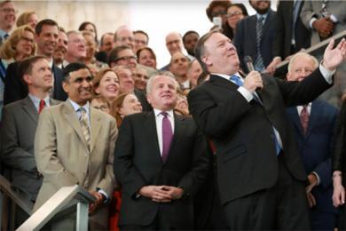 美国务卿给员工打气,想要改变外交官们低迷的士气