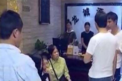 重庆青年死在酒店,死亡疑云亲人想要一个说法