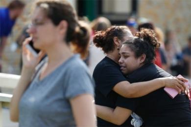 美国枪击案致10死,30多人受伤