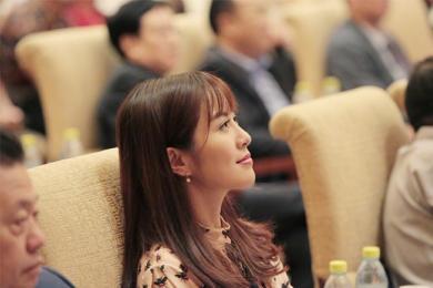 叶璇控诉强迫喝酒,大发雷霆后潇洒离开