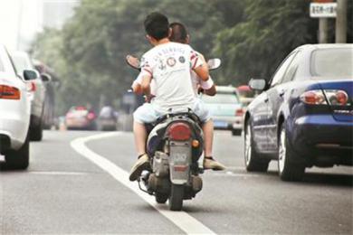广东摩托车带牌销售,禁摩行动同步推行不无矛盾