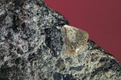 研究人员称地底100英里处或存在海量钻石